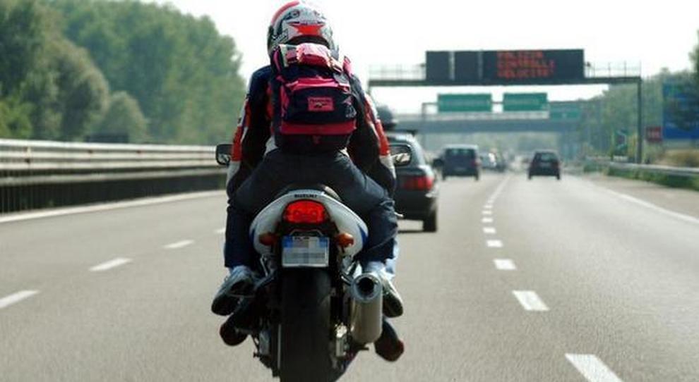 Nuovo codice, in autostrada anche in scooter: chi lo guida deve essere maggiorenne