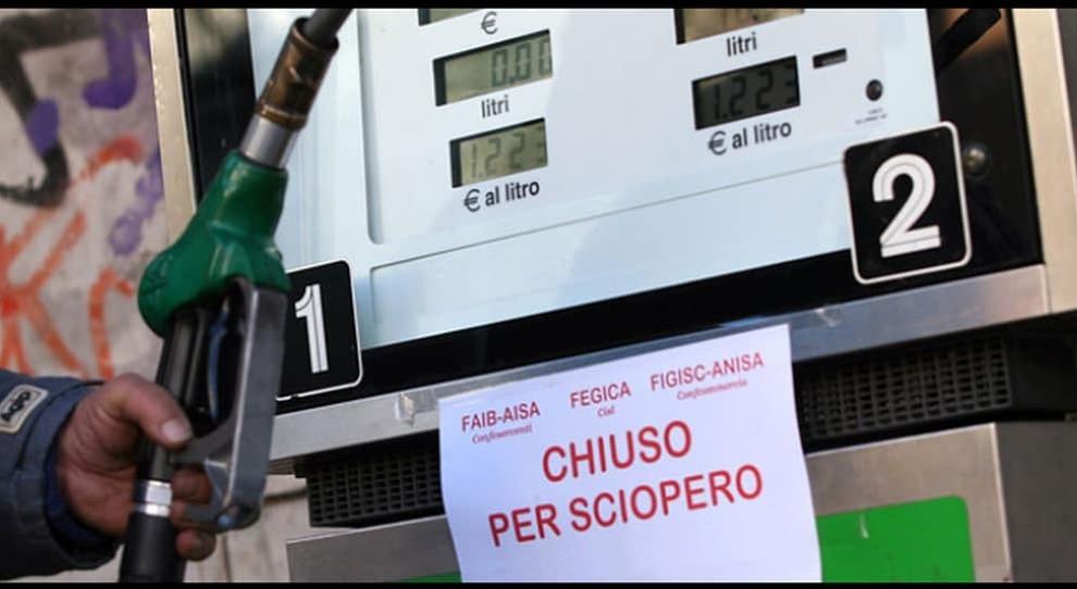 Sciopero dei benzinai il 6-7 novembre. Chiusura degli impianti su strade ed autostrade