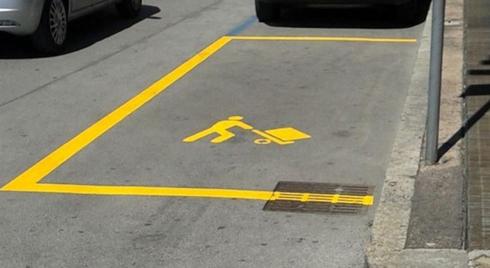 Un parcheggio riservato al carico e scarico merci