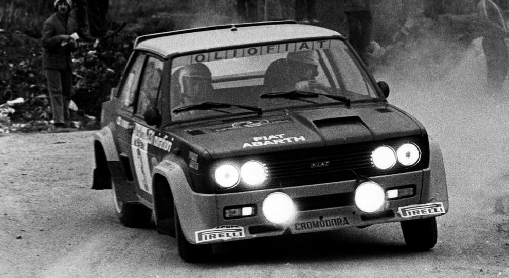 Markku Alen al vonate della Fiat 131 Abarth con cui si laureò campione del mondo rally