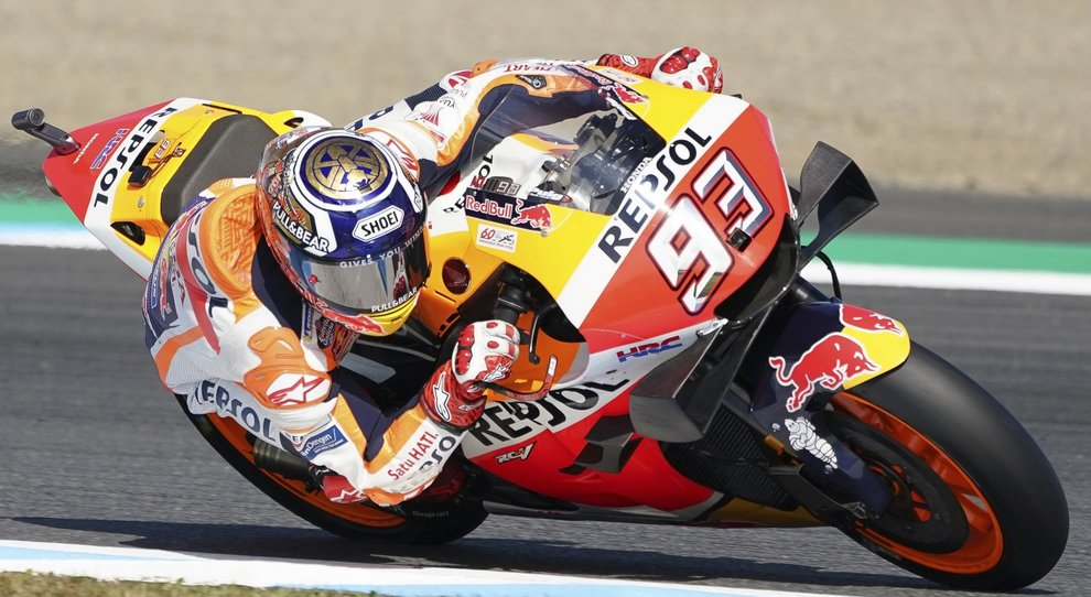 MotoGp, Marquez trionfa in Giappone: terzo Dovizioso, a terra Rossi