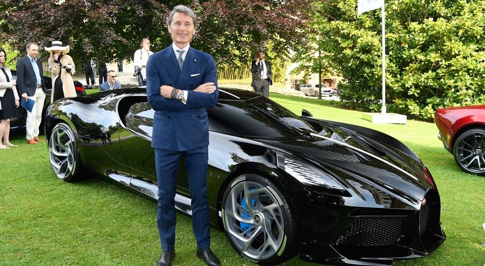 Stephan Winkelmann, ad di Bugatti con dietro la Chiron