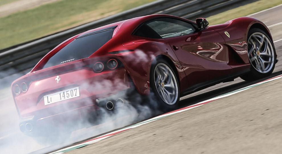 La Ferrari 812 Superfast in pista a Fiorano