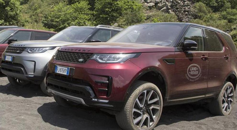 La gamma Land Rover sull'Etna