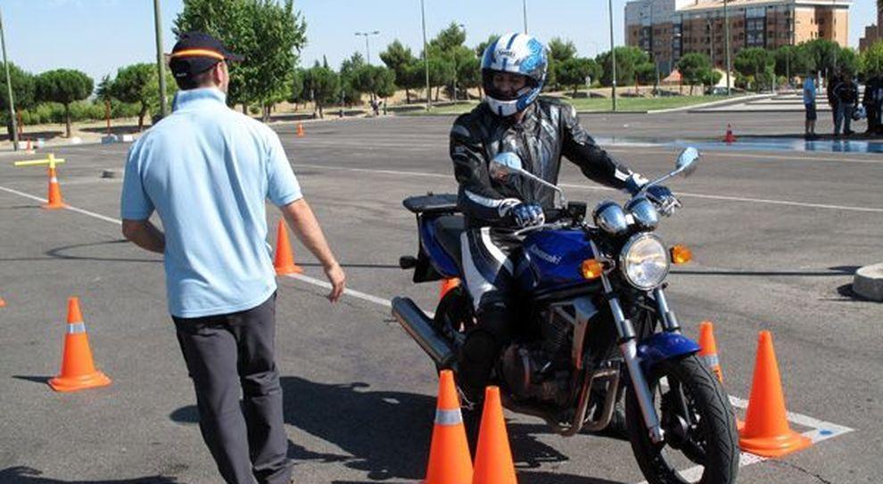 Patente per le moto, così cambia l'esame: la prova pratica raddoppia