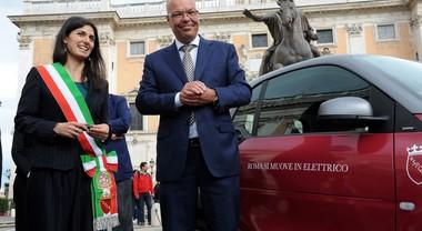 Una Smart elettrica per la sindaca di Roma Virginia Raggi