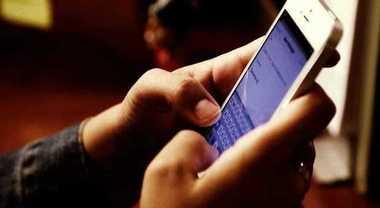 Smartphone a scuola: per usarlo a ricreazione serve il permesso del prof
