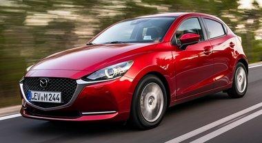 """Mazda2, la """"piccola ammiraglia"""" è ibrida, ecologica e divertente"""