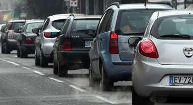 UE, da 1 gennaio nuove regole emissioni CO2 per veicoli nuovi. Produttori verso target più severi: - 37,5% al 2030