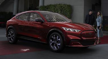 Ford, energia dall'America: 40 modelli elettrificati entro il 2022. Brillano la Puma mild hybrid, la Kuga plug-in e la Mustang Mach-E
