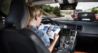 UE sulla guida autonoma, meno incidenti ma altri rischi per passeggeri e pedoni. Rapporto sull'AI dell'Agenzia per la cybersicurezza