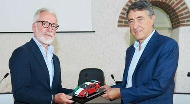 Porsche Italia in aiuto di 30mila famiglie e 5mila ragazzi. Consegnati a Caritas Milano 1,3 milioni di euro per buoni spesa