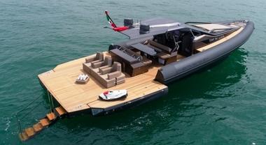 Anvera 48, il nuovo maxi-rib hi-tech in carbonio in passerella tra i super yacht esposti a Viareggio