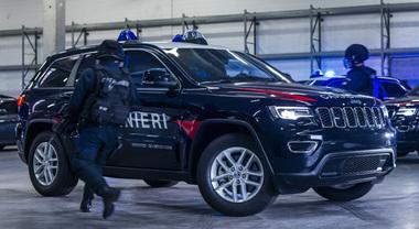 Grand Cherokee arruolata nei Carabinieri, il Suv Jeep entra nell'Arma