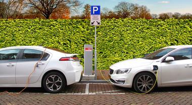 Contratto Lega-5Stelle: mobilità green con incentivi a elettrico e ibrido. Rafforzare rete ricarica e car sharing
