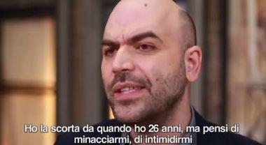 Saviano attacca a Matteo Salvini: «Vuoi togliermi la scorta? Non ho paura di te, buffone #MinistrodellaMalavita»