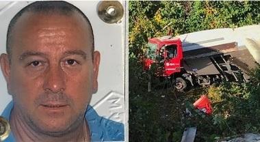 Sterza per evitare un'auto contromano, corriere espresso vola giù dal ponte: morto l'autista