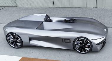 Prototype 10, il futuro elettrico di Infiniti sfila a Peeble Beach. Intrigante la speedster monoposto