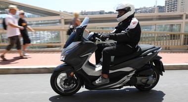 Nuovo Honda Forza 125/300: comodo, spazioso con un motore molto brillante