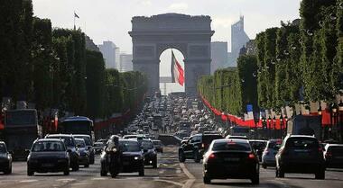 Francia, arriva nel 2022 tassazione aggiuntiva del peso auto. 10 euro per ogni kg oltre i 1.800 da pagare all'acquisto