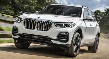 Nuova X5, l'icona del brand. BMW lancia la 4^ generazione: tutto fa un passo avanti