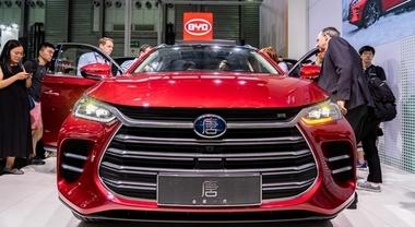 Accordo tra BYD e Hino per vetture elettriche. Costituiranno una joint venture per produrre auto a batteria