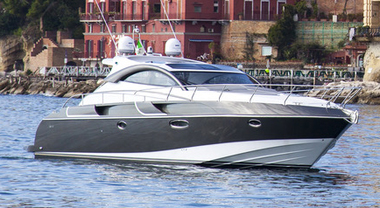 """Rizzardi punta sul """"mare di conquista"""" di Napoli. Al Nauticsud il nuovo yacht-coupé 48 IN"""