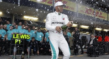 Gp Azerbaijan, tra i due litiganti gode Lewis Hamilton