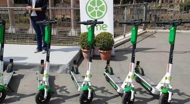 """Roma, arriva """"Lime"""": nuova flotta di 1000 monopattini elettrici per mobilità ultimo miglio"""