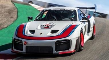 """Porsche celebra i 70 anni del marchio con la """"speciale"""" 935: 700 cv, 77 unità, 702.000 euro"""