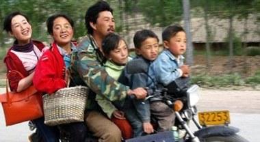 Al via in Cina obbligo caschi e cinture di sicurezza. Multe severe per i trasgressori