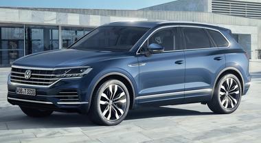 Volkswagen, la terza generazione del Touareg svelata a Pechino: schermo da cinema e un'ibrida plug-in