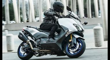 Yamaha TMAX, il bestseller si rinnova: arriva la versione grintosa SX Sport Edition