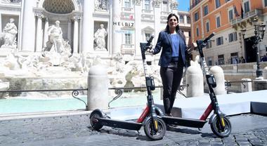 Roma, la sharing mobility si amplia. Dai monopattini alle bici, via al piano #StradeNuove