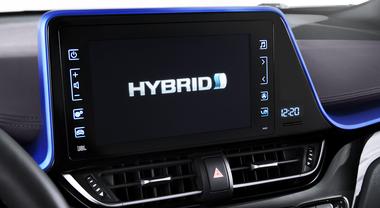 L'ibrido si fa in tre. La doppia motorizzazione è la risposta scelta da tutti aspettando le colonnine di ricarica