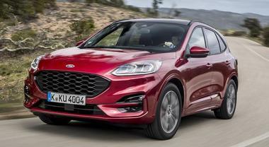 Kuga l'ibrida che si fa in tre: è la Ford più elettrificata. A bordo tanta tecnologia e sistemi assistenza alla guida al top