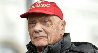F1, Niki Lauda gravissimo dopo un trapianto dei polmoni. L'ex campione in condizioni molto critiche