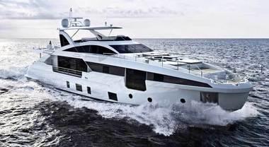 """Azimut """"invade"""" Cannes con una flotta di 18 barche. Tre anteprime mondiali in prima linea"""