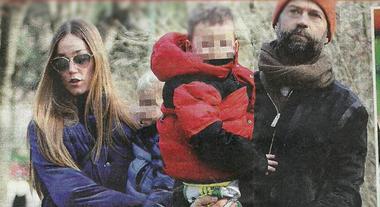 Fabio Volo fra famiglia e lavoro, giornata al parco con Johanna Hauksdottir e i figli Sebastian e Gabriel