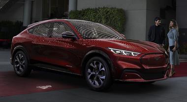 Mustang, il mito si fa elettrico. Ford presenta la versione Mach-E: 600 km di autonomia e 342 kW di potenza