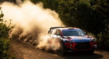 Hyundai ancora in testa al Rally di Turchia, Neuville ha scavalcato Loeb, 2° con lo stesso tempo di Ogier