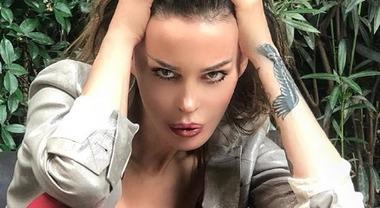 Nina Moric scarica Luigi Favoloso: «È il maestro delle truffe». Ecco cosa sta accadendo