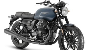 """Moto Guzzi V7 III Stone, al debutto la nuova """"fascinosa"""" variante Night Pack"""