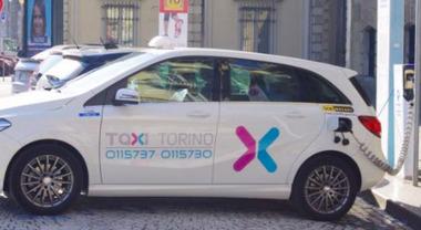 Defibrillatori in auto, a Torino arrivano i taxi salva vita. Tante persone potrebbero essere salvate in Italia con un intervento rapido