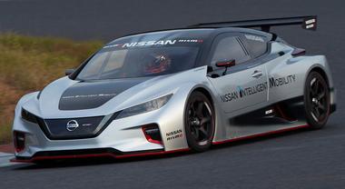 Nissan Leaf Nismo RC, il missile elettrico debutta in pista sul circuito di Fuji