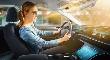 Bosch, stop all'abbagliamento con Virtual Visor. Sistema gestito da AI crea aletta parasole virtuale