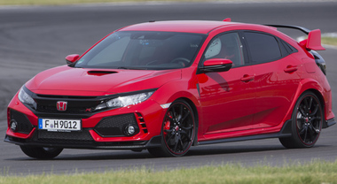 Civic Type R, Honda firma la nuova sportività. La casa giapponese evolve il suo modello ad alte prestazioni