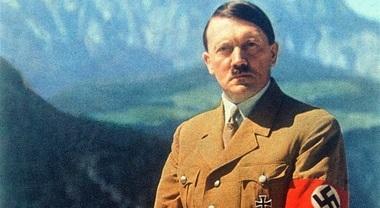 Hitler è morto nel 1945. Ancora mistero sul presunto suicidio, lo rivela l'analisi di un medico francese