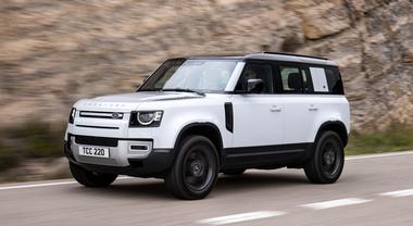 Defender PHEV, la mitica Land Rover è anche ibrida plug in