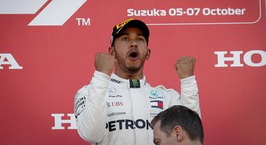 Formula 1, Hamilton trionfa a Suzuka. Vettel sesto dopo un contatto con Verstappen
